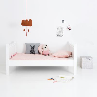 kinderbett skandinavisches design wohn design. Black Bedroom Furniture Sets. Home Design Ideas